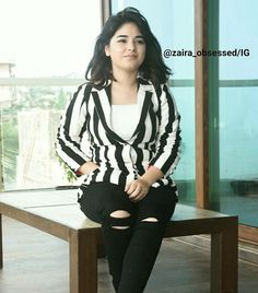 Remember the little girl in Dangal who played the role of young Geeta Phogat. Here are some facts about Zaira Wasim which are not known to most of us. Stylish Dresses For Girls, Dress Clothes For Women, Stylish Dress Designs, Stylish Girl Images, Stylish Girl Pic, Cute Girl Outfits, Casual Fall Outfits, Zaira Wasim, Dehati Girl Photo