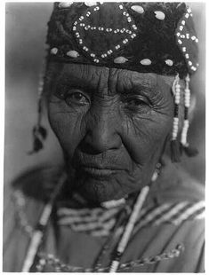 Wife of Henry A. Modoc- Klamath. Photo by Edward S. Curtis, c1923. Edward S. Curtis Collection, Library of Congress Prints and Photographs Division.