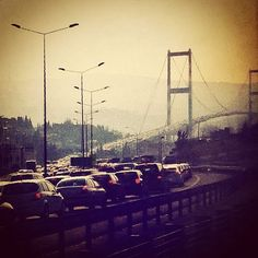 Her zamanki gibi sabah trafiği. Ben metrobüsteyim tabii :)