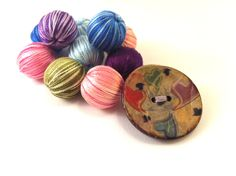 Colorful wooden button brooch with hearts by Mariabuttons on Etsy Brooches, Hearts, Buttons, Colorful, Etsy, Brooch, Heart, Knots, Plugs