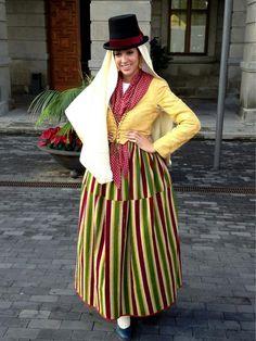 Traje Tradicional de Tegueste por el Día Insular de la Artesanía. Tenerife