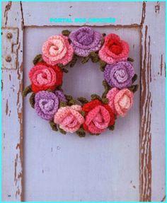 Varrogató: Horgolt rózsás ajtókoszorú