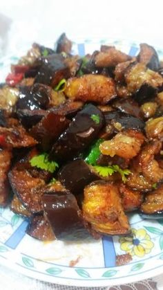 Spicy eggplant salad baked in the oven Mothers cook together Eggplant Dishes, Eggplant Recipes, Spicy Eggplant, Eggplant Salad, Kosher Recipes, Vegan Recipes, Cooking Recipes, Israeli Food, Mediterranean Recipes
