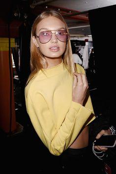 Tendance : les lunettes teintées 70s vues sur les tops 1