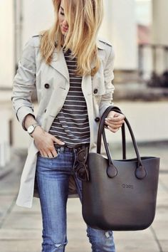 Love this outfit! The bag is beautiful!😍 I never knew how well stripes and a trench coat go together. Skinny jeans aren't my favorite thing to wear, but they look good in this outfit. Style Désinvolte Chic, Mode Style, Fashion Mode, Look Fashion, Womens Fashion, Classic Outfits, Casual Outfits, Converse Outfits, Casual Bags