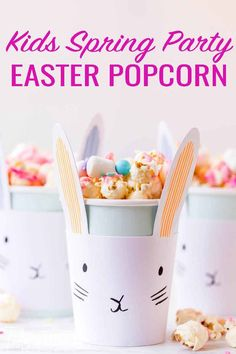 Whether you are fixing this Easter Bunny snack mix for an Easter egg hunt party or making it to use up leftover Easter candy theres one thing I knowyour kids will be all in! Popcorn Mix, Candy Popcorn, Candy Bars, Easter Candy, Easter Food, Easter Crafts, Wilton Candy Melts, Homemade Popcorn, Candy Flowers