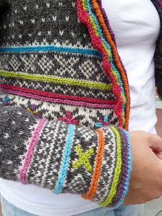 Rauma by Sidsel J. Høivik Published in Rauma Lekre masker og lekne sting.Chain stitch a bright colour to a neutral colour scheme. Fair Isle Knitting Patterns, Fair Isle Pattern, Knitting Charts, Knitting Stitches, Knitting Yarn, Knit Patterns, Hand Knitting, Crochet Video, Knit Crochet