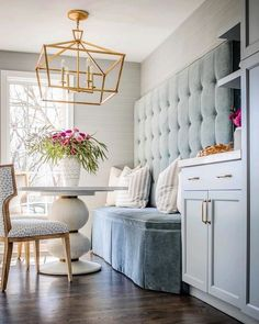 A bright place to begin the day. We are loving this chic velvet banquette illuminated by the Darlana Medium Wide Lantern by Chapman & Myers. Interior design by Molly Singer Design. Kitchen Table With Storage, Bench With Storage, Kitchen Nook, Kitchen Banquette Ideas, Corner Banquette, Corner Bench Kitchen Table, Bar Kitchen, Kitchen Tables, Kitchen Dining