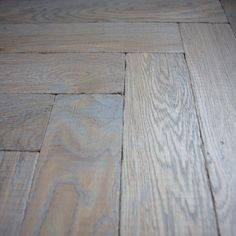 #3067LightGrey on herringbone oak flooring