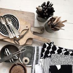 Lotta Agaton for Marimekko Marimekko, Kitchen Interior, Kitchen Decor, Kitchen Design, Kitchen Dishes, Kitchen Stuff, Kartell, Moroccan Decor, White Houses