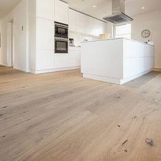 Parquet mountain & mountain – Kitchen decor ideas - Home Decor ideas Timber Flooring, Parquet Flooring, Kitchen Flooring, Hardwood Floors, Unique Flooring, Style At Home, Cuisines Design, Küchen Design, Interior Design