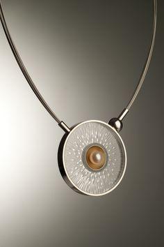 Eimear Conyard: Neckpiece: Flux 3  Materials: Silver, 24ct gold, Perspex, Pearl