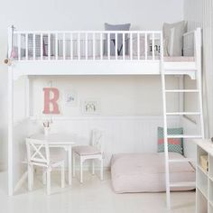 cute bunk bed / loft idea