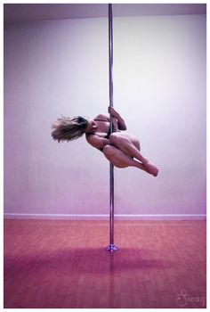 Strong Hold Cradle (Tuck) Spin @ Entangle & Sway Pole Dance Studio