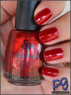 Which are @PolishGalore's favourite glitter polishes? Find out at ThePlasticDiaries.com