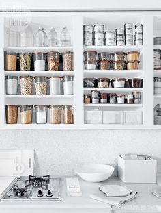Kitchen Interior Design Feel more confident in the kitchen, get your meals made more quickly and be a more organized hostess with these easy tips. Pantry Organisation, Kitchen Organization, Organization Hacks, Kitchen Storage, Organizing Tips, Cleaning Tips, Pantry Ideas, Organising, Deep Cleaning