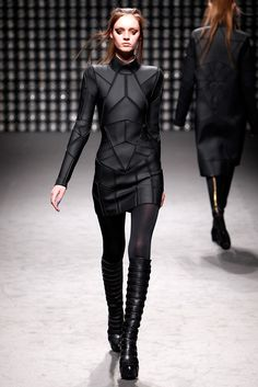 Gareth Pugh Fall 2011 Ready-to-Wear Collection Photos - Vogue