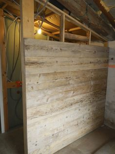 Following on from the success of the pallet table project, I decided to recycle a pile of old scaffolding boards that are no longer sturdy enough to serve their intended purpose. Click on any of the i