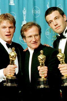 BROTHERTEDD.COM - bellecs: Matt Damon, Robin Williams and Ben... Matt Damon Movies, Good Will Hunting, Robin Williams, Girl Dancing, Celebrity Photos, Good Movies, Hollywood, Actors, Black And White