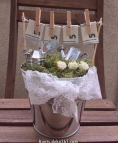Save € (or more) on your wedding money with these savings tips . Don D'argent, Diy Gifts Just Because, Diy Wedding, Wedding Gifts, Creative Money Gifts, Money Images, Diy Cadeau, Shabby Chic Pink, 30th Birthday Gifts