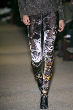47 details photos of Basso & Brooke at London Fashion Week Fall 2006.
