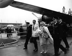 Marilyn Monroe & TWA Employees