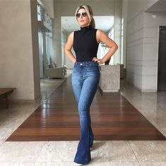 36 Ideas how to wear jeans bootcut shoes for 2020 Flare Jeans Outfit, Jeans Outfit Summer, Outfits With Bootcut Jeans, Black Shirt With Jeans, Mode Outfits, Jean Outfits, Casual Outfits, Denim Fashion, Look Fashion