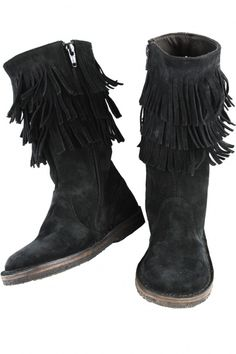 Rodeo meets rock and roll with these girls' black fringe boots that have enough bohemian charm to cross all lines and compliment almost every trend, making them the perfect addition to her fall wardrobe.Made with soft Italian suede and three tiers of fringe With sturdy flat rubber soles Side zipper for easy dressing Exclusive to Little Skye Designed by PePe