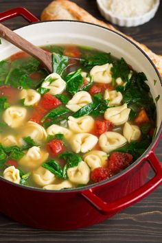 Fresh Spinach Tomato and Garlic Tortellini Soup - Cooking Classy Cheese Tortellini Recipes, Spinach Tortellini Soup, Spinach Soup, Healthy Soup Recipes, Healthy Fruits, Clean Eating Snacks, Healthy Eating, Bologna, Crock Pot