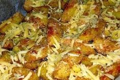 Upečené raz-dva: Chrumkavé zemiaky zapečené so syrom! Potato Recipes, My Recipes, Cooking Recipes, Vegan Recepies, Romanian Food, Hungarian Recipes, Casserole Recipes, Breakfast Recipes, Side Dishes
