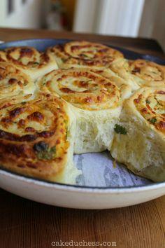 cheddar swirl breakfast buns | cakeduchess.com