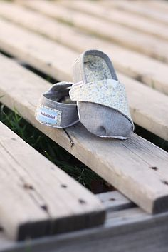 TOMS-inspired Baby and Toddler Shoes - Free Pattern and Tutorial || Homemade Toast