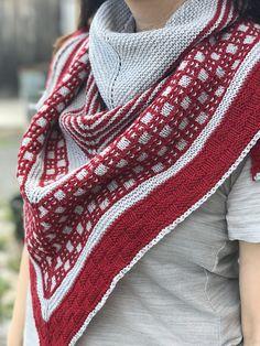 Перевод описания модного бактуса связанного спицами в двух цветах пряжи.Бактус — это оригинальный вязаный шарф, имеющий треугольную форму. Этот многофункциональный предмет гардероба — идеальное дополнение образа.Такой бактус можно носить с чем угодно,всегда выглядит очень стильно и современно. Knit Or Crochet, Crochet Shawl, Large Scarf, Shawls And Wraps, Ravelry, Needlework, Knitting Patterns, Scarves, Womens Fashion