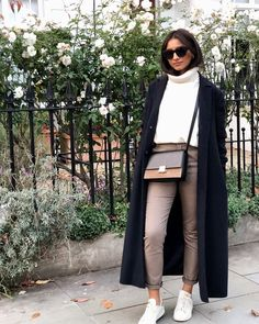 30 Winter Outfits Ideas for Women Casual and Sexy Look Fashion is all about consistency. Just because it is winter does not mean that you wear outdated clothes. Every now and then you should keep an eye o… Classy Winter Outfits, Winter Fashion Outfits, Work Fashion, Autumn Winter Fashion, Fall Outfits, Casual Outfits, Fall Fashion, Fashion Mode, Casual Winter