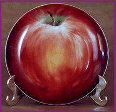 Maça, artista Rose Borges Pottery Painting, Ceramic Painting, Ceramic Art, Fruit Painting, China Painting, Fruit Plate, Fruit Art, Pottery Plates, Ceramic Plates