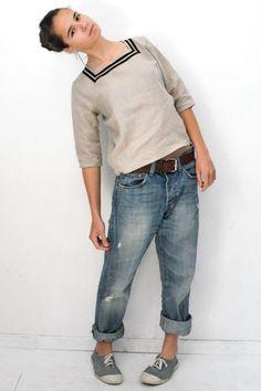 Adorable collar detail.  Love the jeans and tennies.  Vestiaire de Clé