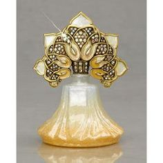 This Jay Strongwater Blair Arabesque Perfume Bottle brings a hint of art deco to your room. The light colors are definitely workable, so whether or not you pour your scent of choice in to this glass bottle, it's still very pretty to look at.