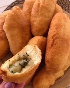"""624 """"Μου αρέσει!"""", 9 σχόλια - Instasuntages (@instasuntages) στο Instagram: """"Πιροσκί, αφράτα και απίθανα σε γεύση... ιδανικά για όλες τις ώρες❣️ Υλικά Για τη ζύμη➡️…"""" Hot Dog Buns, Hot Dogs, Bread, Instagram, Cake Batter, Finger Food, Bakken, Simple, Essen"""