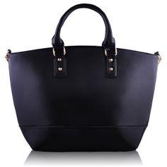 Τσάντα σε μαύρο χρώμα απο τεχνητό δέρμα (Art PU Leather), η οποία διαθέτει λουρί για κρέμασμα στον ώμο και κλείνει με φερμουάρ. Εσωτερικά έχει φόδρα με τρείς θήκες, εκ των οποίων η μία με φερμουάρ. Διαστάσεις: 32x14,5x30 εκ. Κωδικός: HF8 www.helenfashion.gr