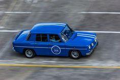 #Renault #R8 #Gordini aux Grandes Heures #Automobiles à #Montlhéry Reportage complet : http://newsdanciennes.com/2015/09/29/grand-format-les-grandes-heures-automobiles/ #Vintage #Cars #Classic_Cars #Voitures #Anciennes