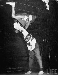 The History of Lindy Hop Frankie Manning and Ann Johnson, 1941 Amazing Photo! Lindy Hop, Swing Dancing, Shall We Dance, Lets Dance, Kasimir Und Karoline, Afro, Vintage Dance, Vintage Rock, Dance Movement