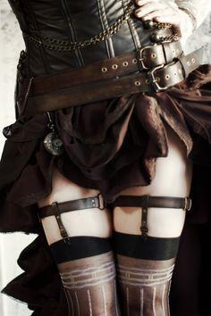 кожаный стимпанк пояс с двумя ремнями и кожаные подвязки для чулок в стиле стимпанк