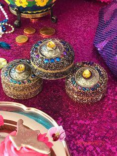 Ideas de Shimmer y Shine para fiesta Aladdin Birthday Party, Aladdin Party, Birthday Parties, Arabian Party, Arabian Nights Party, Bollywood Party, Shimmer And Shine Characters, Shimmer And Shine Cake, Princess Jasmine Party