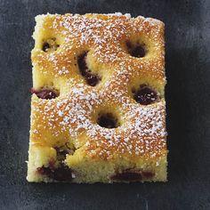 Schneller und einfacher geht es fast nicht! Nach nur fünf Minuten Vorbereitung wandert dieser Kuchen schon zum Backen in den Ofen.