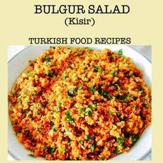 It's a salad! It's everything you can expect from bulgur!Just try this simple bulgur salad recipe. Bulgur Recipes, Tabbouleh Recipe, Salad Recipes, Vegan Recipes, Paleo Vegan, Vegetarian, Healthy Eating Tips, Healthy Nutrition, Healthy Meals