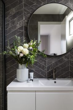 A modern ensuite, with marble look chevron tiles and concrete look floors. Round mirror, floating vanity and gunmetal tap wear. Photography by Hcreations. Modern Bathroom Design, Bathroom Interior Design, Decor Interior Design, Interior Modern, Bathroom Plants, Small Bathroom, Bathroom Ideas, Zebra Bathroom, Bathroom Black