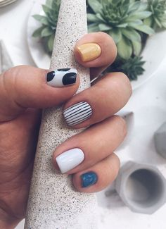 Check out these simple, cute and stylish summer nail designs! Summer is now right here, full of enthusiasm and vitality. Whether you want juicy, colorful or cute nail designs, you won't be… Cute Acrylic Nails, Acrylic Nail Designs, Shellac Designs, Winter Nails, Summer Nails, Nail Design Glitter, Ten Nails, Nagellack Design, Nail Polish