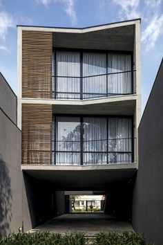 World Architecture Community News - Three-story apartment building proposes a provocative dialogue with Brazilian urban area Minimalist House Design, Minimalist Home, Building Facade, Building Design, Concrete Building, Facade Architecture, Amazing Architecture, Narrow House, Small Buildings