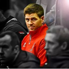 Stevie on the bench! Liverpool Legends, Liverpool Players, Liverpool Football Club, Liverpool Fc, Football Team, Steven Gerrard Liverpool, Stevie G, France Football, Premier League Soccer