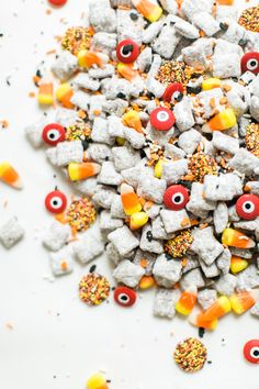 We turned classic - and delicious - Muddy Buddies; a.k.a., Puppy Chow, into a spooky treat; the perfect dessert for your next haunted Halloween party! Halloween Drinks, Halloween Desserts, Halloween Treats, Halloween Puppy, Haunted Halloween, Easy Halloween, Puppy Chow Mix, Vegetable Quinoa, Quinoa Soup